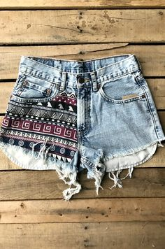 Our Five Minutes Away Vintage Denim Shorts will have you feeling your best this Summer! They're handmade custom denim shorts with vintage look and slightly high waisted. Frayed hems as well. Aztec patch to the thigh. – Projects – Home crafts Outfits Kawaii, Cool Outfits, Vintage Pants, Vintage Denim, Custom Clothes, Diy Clothes, Diy Fashion, Fashion Outfits, Diy Shorts