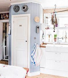 12 Best Scandinavian Interior Design Tips and Ideas Scandinavian Interior Design, Scandinavian Home, Cottage Kitchens, Home Kitchens, Corner Pantry, Kitchen Stories, Home Remodeling, Kitchen Remodel, Kitchen Design