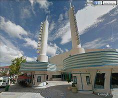 "AMC Celebration 2, Celebration, Floride (Cesar Pelli) / Googie style /  28°19'4.04""N 81°32'22.85""W (Google Earth Street View)"