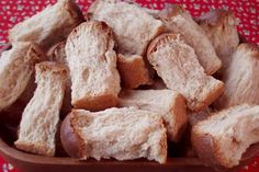 Modern Mosbolletjies Rusks recipe nice and easy, let your bread machine do the kneading. South African Dishes, South African Recipes, Rusk Recipe, Ma Baker, Healthy Breakfast Snacks, Baking Basics, Emergency Food, How To Make Bread, International Recipes