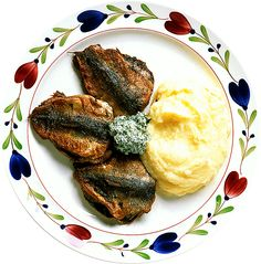 Stekt strömming med dillsmör | Recept.nu Fish And Seafood, Nutella, Camembert Cheese, Carrots, Steak, French Toast, Yummy Food, Breakfast, Foods