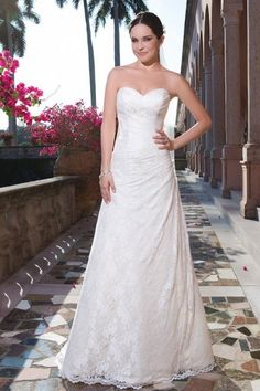 Elegant A-line Ivory Sweetheart Court Train Lace Fabric Beach Wedding Dresses with Lace Style b150801