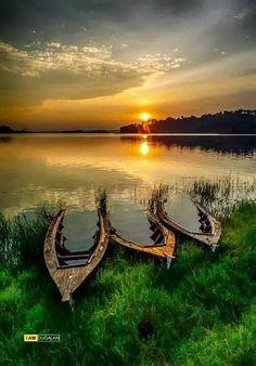 Photo tiga perahu by dugalan Amazing Photography, Landscape Photography, Nature Photography, Amazing Sunsets, Amazing Nature, Foto Hdr, Beautiful World, Beautiful Places, Beautiful Sunrise