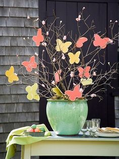 A simple but stunning table display to get that spring feeling.