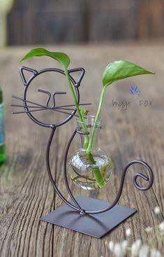 House Plants Decor, Plant Decor, Wire Crafts, Metal Crafts, Handmade Home, Mini Vase, Metal Art Projects, Dry Plants, Metal Garden Art