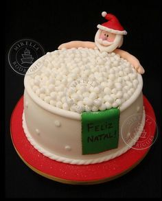 50 Christmas cake decoration ideas The only inspiration you need to make your best Christmas cake. Browse our gallery of 50 brilliant and creative Christmas cake ideas. Christmas Cake Designs, Christmas Cake Decorations, Christmas Cupcakes, Christmas Sweets, Holiday Cakes, Christmas Cooking, Noel Christmas, Xmas Cakes, Holiday Desserts