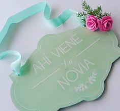 Algo del pedido de hoy... letreros para pajes... #love #pajes #wedding #bodasdechile #novias2016 #eventos #letreros #lasercut #flowers #madera #wood by disueno.lab
