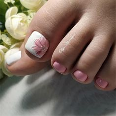 wonderful pedicure designs, 65 Wonderful Pedicure Ideas That You Will Love To Try Pretty Toe Nails, Cute Toe Nails, Gel Toe Nails, Toe Nail Color, Toe Nail Art, Feet Nail Design, Nails Design, Toenail Art Designs, Summer Toe Nails