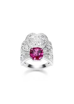 Ring in white gold set with 197 brilliant-cut diamonds and 1cushion-cut red spinel