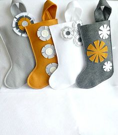 felt Christmas stockings - DIY ideas (I like the one on the far right)