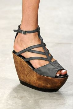 Such an interesting shape! Would you wear this platform wedge?