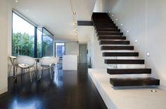 schwebdne treppe design ideen stühle weiß