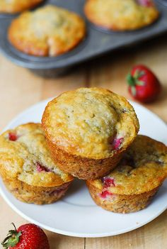 Strawberry banana bread muffins  2 ripe bananas, smashed 1/3 cup Greek yogurt 1/3 cup melted butter 3/4 cup sugar 1 egg 1 teaspoon vanilla extract 1 teaspoon baking soda Pinch of salt 1 and 1/2 cups all-purpose flour 1 cup sliced strawberries