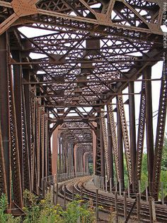A curving railroad bridge near Kansas City, Missouri