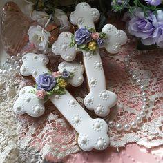 #gingerbreadart #keepsake #gifts #decoratedcookies #royalicingcookies #cookielove #gingerbread #intricatelyhandpipedcookies #roses #mothersday #designercookies #customcookies #cookieart #edibleart #easter #cross Cross Cookies, Fancy Cookies, Iced Cookies, Cute Cookies, Cupcake Cookies, Christmas Sugar Cookies, Easter Cookies, Holiday Cookies, Christening Cookies