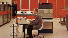 The IBM System 360 mainframe computer in action Computer Love, Computer Music, 80s Interior Design, Red Color Schemes, Cool Office, Retro Office, Office Decor, Old Computers, School Computers