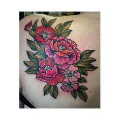 Flowers tattoo by Alice Perrin AlicePerrin flowers neotraditional (Photo: Instagram @alish_p)