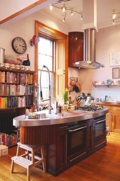 Laura's Bright and Beautiful Victorian Duplex in Glasgow  | Apartment Therapy Glasgow Apartment, Kitchen Spotlights, Victorian Townhouse, English Country Decor, Cocinas Kitchen, Farmhouse Design, Apartment Therapy, Home Kitchens, Country Kitchens