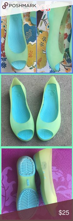 🦋New Carlie Ballet open toe flats by Crocs W/9🦋 🦋🦋 Adorable Carlie Ballet Open Toe Flats by Crocs. Super comfortable translucent flats celery green and aqua. New without tags. 🛍 Shipping same or next day🛍 🦋🦋  Cristadoll CROCS Shoes Flats & Loafers