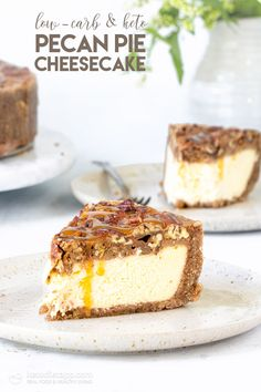 Low-Carb Pecan Pie Cheesecake Sugar-free and grain-free cheesecake nested in delicious pecan pie crust and topped with caramel-maple pecans. Fall in love with the perfect fall inspired low-carb treat! Brownie Desserts, Oreo Dessert, Mini Desserts, Low Carb Desserts, Plated Desserts, Healthy Desserts, Pecan Pie Cheesecake, Low Carb Cheesecake, Cheesecake Recipes