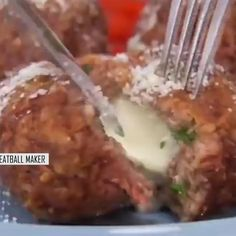 Meatballs Maker Tool Meatball maker, the best easy way to shape, stuff and seal 4 delicious stuffed meatballs in once, so simple. Cooking Gadgets, Cooking Tools, Cooking Appliances, Fun Cooking, Beef Recipes, Cooking Recipes, Cooked Chicken Recipes, How To Cook Chicken, Good Food
