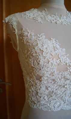 Etsy の Wedding bolero-top-jacket with lace and tulle by TIFFARY