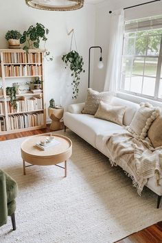 Cute Living Room, Boho Living Room, Home And Living, Bookshelf Living Room, Small Living, Living Room With Plants, Living Spaces, Living Room Ideas, Earthy Living Room