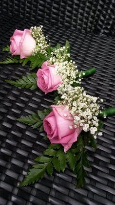 roze rozen met gipskruid