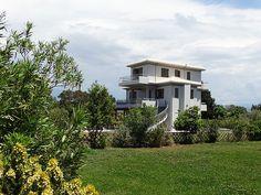 Beach Villa, Greece Islands, Mansions, Luxury, Architecture, House Styles, Summer, Home Decor, Arquitetura