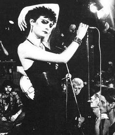 Mini bio of Susan Ballion, better known as Siouxsie Sioux, and how she and her group the Banshees created a goth subculture through her post punk music and fashion sense, and influenced the music of groups like Morrissey, and Depeche Mode. Siouxsie Sioux, Siouxsie & The Banshees, 70s Punk, Punk Goth, Yazawa Ai, Goth Music, Cinema, South London, Parcs
