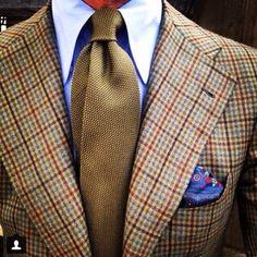 "Re-gram from @rickycarlo wearing a Viola Milano ""Olive"" ""7-fold"" Garza fina tie & ""Blue II"" pocket square... Jacket by @pinoluciano  www.violamilano.com  #vm #violamilano #lavera #laverasartorianapoletana #orazio #orazioluciano #pinoluciano #ricardo #style #menswear #luxury #luxury #sartorial #madeinitaly #handmade"