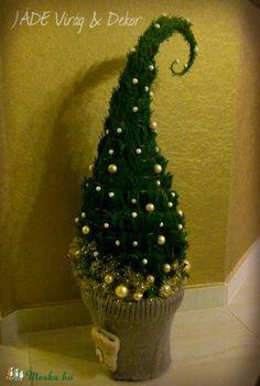 Grincsfa / Manófa / Karácsonyfa (Suci) - Meska.hu Christmas Tree Topiary, Christmas Vases, Christmas Words, Grinch Stole Christmas, Christmas Gnome, Xmas Tree, Winter Christmas, Christmas Wreaths, Holiday