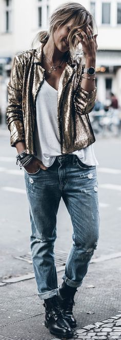 15 Inspiring Shimmery Street Styles That Feature Glitter and Sequins | Postris