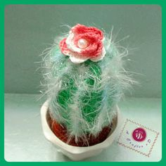 Free cacti patterns (shown here: icy crochet cactus)