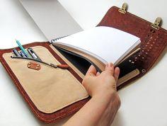 Funda de cuaderno de dibujo con pluma titular y Cruz correa de