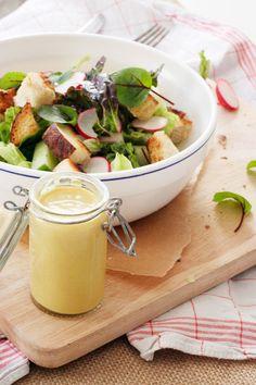 Leichter Brezensalat mit Honig-Senf-Dressing. Frisch, knackig und in 20 Minuten auf dem Tisch.