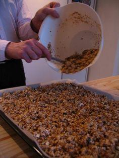 Je eigen gezonde granola maken - My food my kingdom Muesli, Granola, Skinny Recipes, Healthy Recipes, Brunch, Good Food, Food Porn, Food And Drink, Favorite Recipes