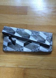 Kaufe meinen Artikel bei #Kleiderkreisel http://www.kleiderkreisel.de/damentaschen/clutches/78498248-pieces-clutch-in-grauer-schlangenoptik