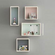 Etagères Display Box en contreplaqué et fond de couleur gris, rose, bleu ou vert chez Ferm Living