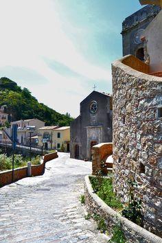Savoca, het decor van een aantal scènes in The Godfather-films, waarin het dorpje door moet gaan voor het Siciliaanse Corleone.