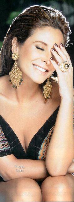 #Lorena #Rojas Beautiful Smile, Beautiful Women, Glamour Beauty, Exotic Women, Small Moments, Glam Girl, Poses, Jewelry Photography, India Fashion
