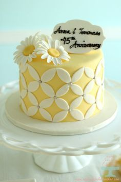 Anniversary Cake This is pretty even as a regular spring cake. Simple Anniversary Cakes, Anniversary Cake Designs, Wedding Anniversary Cakes, Parents Anniversary, 25th Anniversary, Fondant Cakes, Cupcake Cakes, Cupcakes, Fancy Cakes