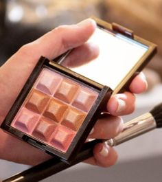 Today I'm going for a little extra glow with mark. Touch & Glow Shimmer Cream Cubes! #AvonRep  youravon.com/kbrown4you
