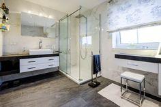 Nahezu bodengleich und geräumig - die neuen Dusche mit Regenbrause