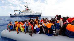 Mittelmeer Über 6000 Bootsflüchtlinge an einem Tag gerettet - Tagesspiegel
