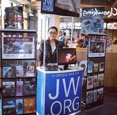 Public witnessing in Philippines  (Photo credit @jeenarosario) http://MinistryIdeaz.com