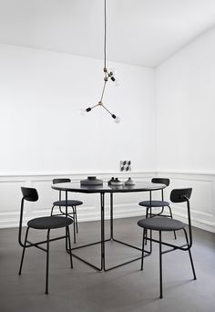 Norm Architects' studio in Franklin Chandelier , Tribeca Series, design by Søren Rose. Copenhagen.menu http://decdesignecasa.blogspot.it