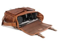 http://www.onabags.com/store/messenger-bags/the-prince-street.html?color=antique-cognac