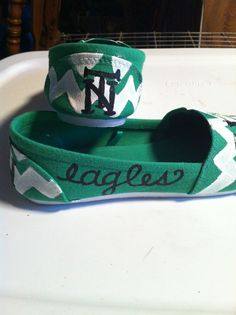 UNT painted shoes. University Of North Texas, Mean Green, Cheer Stuff, Alma Mater, Painted Shoes, College Life, Toms, Spirit, Diy Crafts