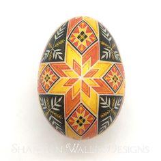 Ukrainian Easter Eggs, Egg Designs, Egg Art, Egg Decorating, Wallis, Traditional Art, Holidays, Create, Christmas